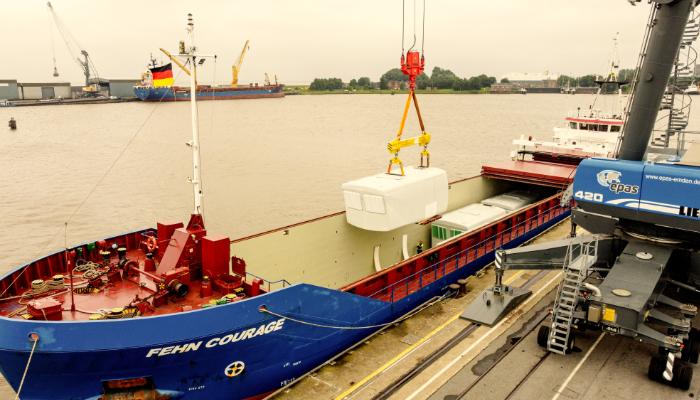 https://www.seaports.de/content/uploads/2021-07-15_epas_Verladung_Windenergiekomponenten_beitragsbild_700_400.jpg