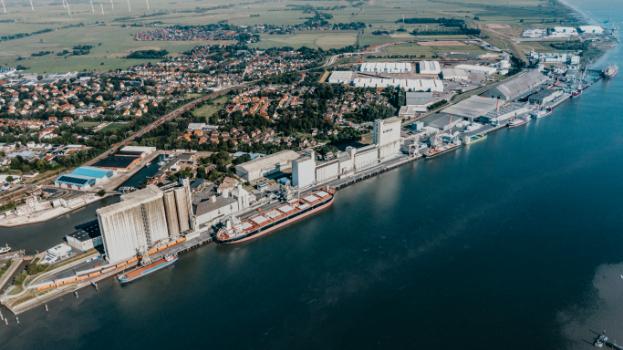 https://www.seaports.de/content/uploads/JMW_Seehafen_Brake_Panorama_0621mobil.jpg