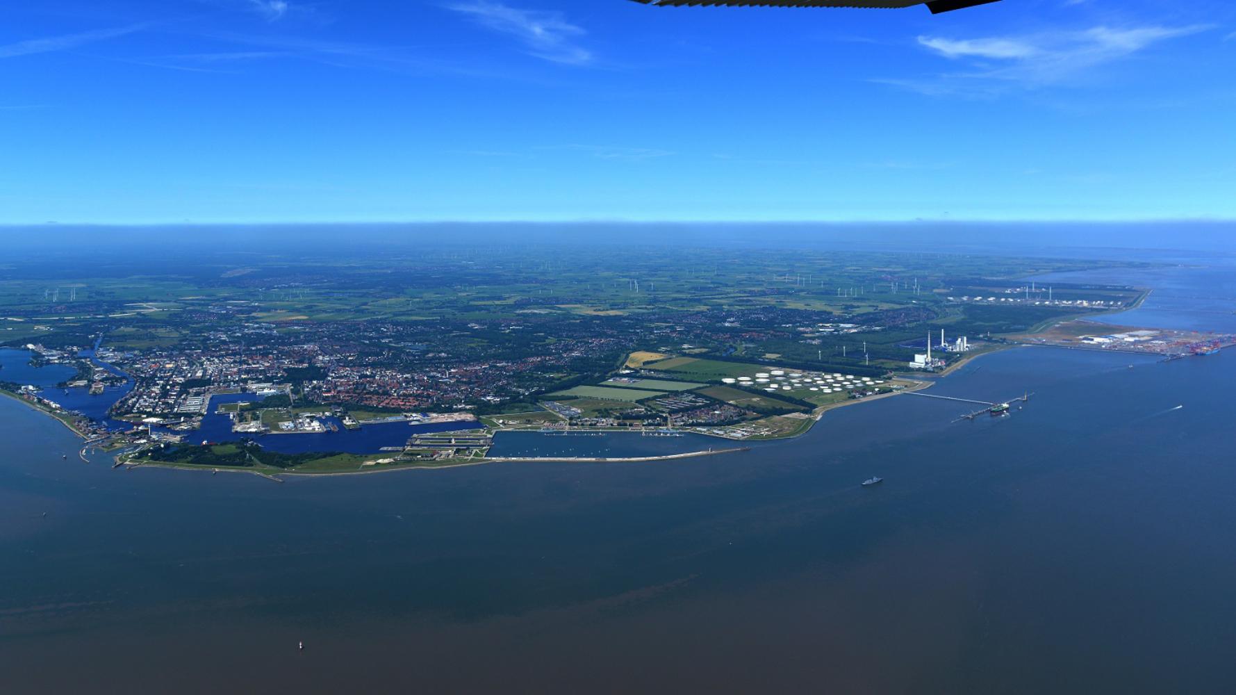 https://www.seaports.de/content/uploads/Luftaufnahme_Standort_Wilhelmshaven_web_1779x1000-1.jpg