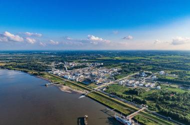 https://www.seaports.de/content/uploads/Nord-Luftbilder_Stade_Bu╠etzfleth_Dow_Olin_ELS_1677050721_Original_dcdd7dd1_.jpg