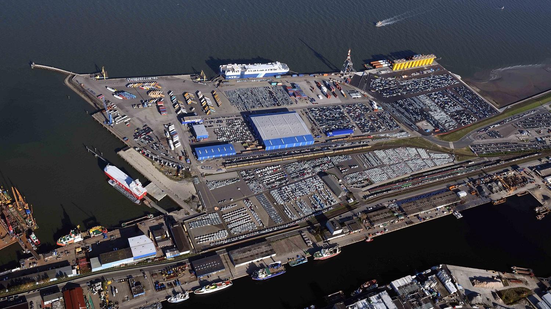 https://www.seaports.de/content/uploads/luftaufnahme_cuxport_pm_banner.jpg